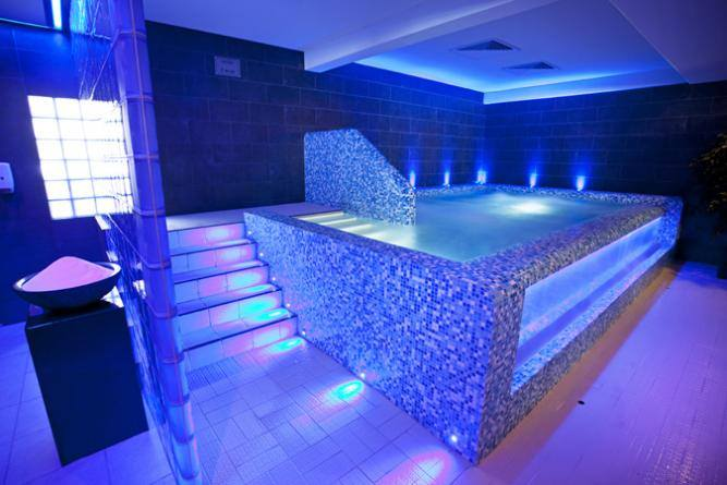 Thermen dilbeek wellness overnachting dilbeek vlaams for Chaudfontaine piscine