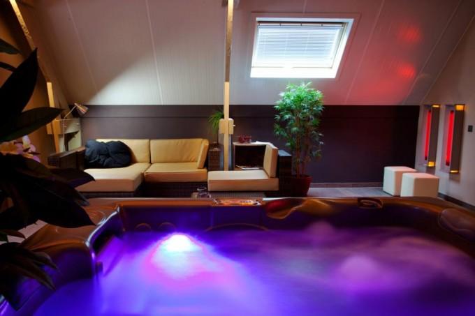 cf49510abde In een gerenoveerde hoeve die aangepast is aan uw wensen, treedt u binnen  in de ultieme relaxruimte waar tijd en dagelijkse sleur verdwijnen.
